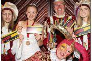 Gewinner freuen sich über Hexenball-Karten